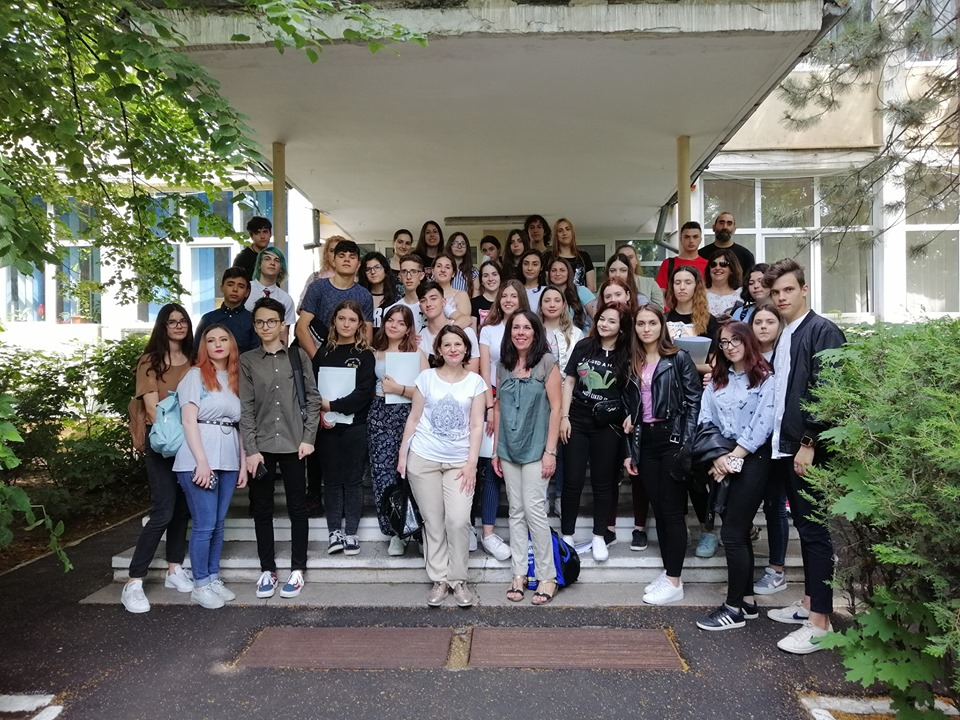 Rencontre Erasmus : l'équipe roumaine accueille l'équipe espagnole.